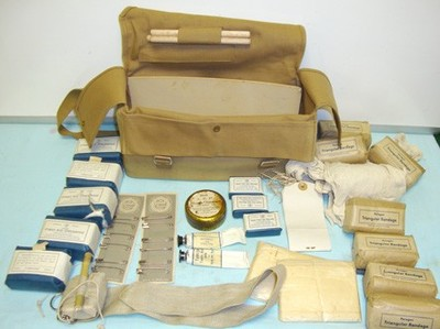 WW2 Paragon ARP First Aid Pouch Contents.